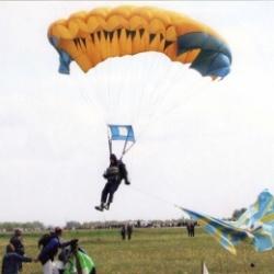 За время работы клуба «Юный парашютист» подготовлено более 700 парашютистов.