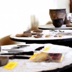 В археологическом музее Дворца выставлены экспонаты, датированные  возрастом  5-7 тысяч лет.