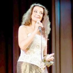 Выпускница студии А.Вейцкина неоднократно пела на сцене Кремлевского Дворца съездов.