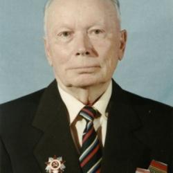 Радиослужбой во Дворце руководил фронтовой связист, участник Курской битвы, подполковник милиции в отставке.