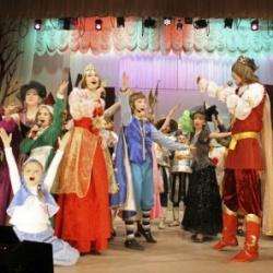 Ежегодно от 200 до 400 учащихся Дворца создают новогоднюю сказку для тысяч зрителей.