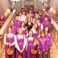 Выступления оркестра народных инструментов успешно проходили в Венгрии, Финляндии, Чехии.