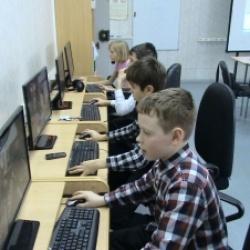 Первый на Урале компьютерный клуб создан во Дворце в 1985 году.